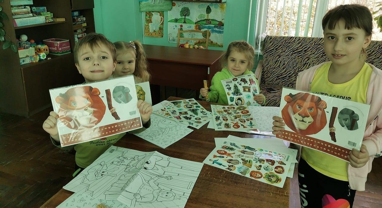 Приємні подарунки маленьким пацієнтам лікарні Міська дитяча лікарня №5 детская больница Запорожье