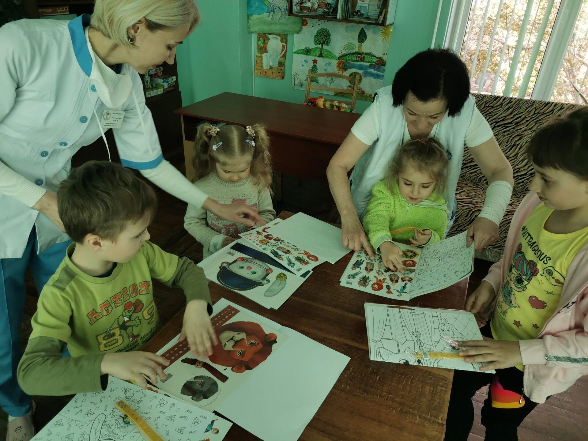 Приємні подарунки маленьким пацієнтам лікарні детская больница запорожье КНП «Міська дитяча лікарня №5» ЗМР – це єдина у місті Запоріжжі багатопрофільна дитяча лікарня, де сконцентровано всі види надання спеціалізованої медичної допомоги дитячому населенню: стаціонарної, консультативної амбулаторно-поліклінічної та виїзної для інтенсивної терапії новонародженим.