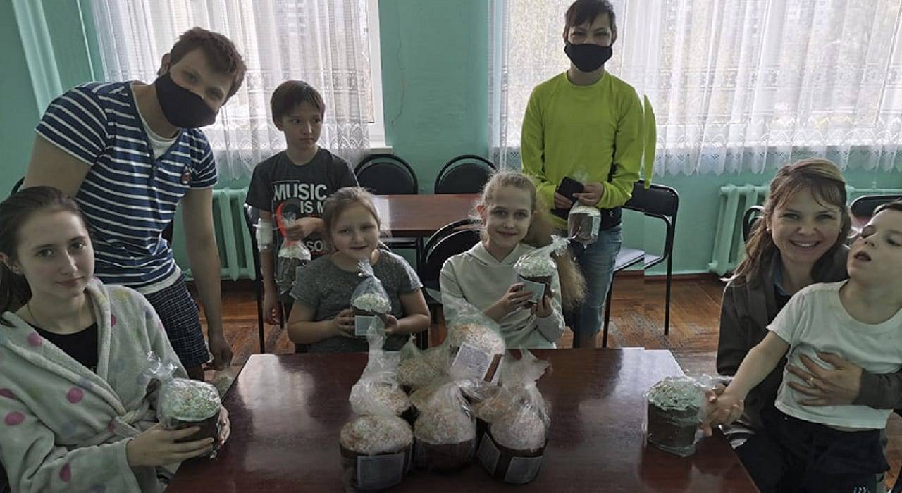 Напередодні свята Великодня пацієнтів лікарні привітали солодкими подарунками Міська дитяча лікарня №5 детская больница Запорожье