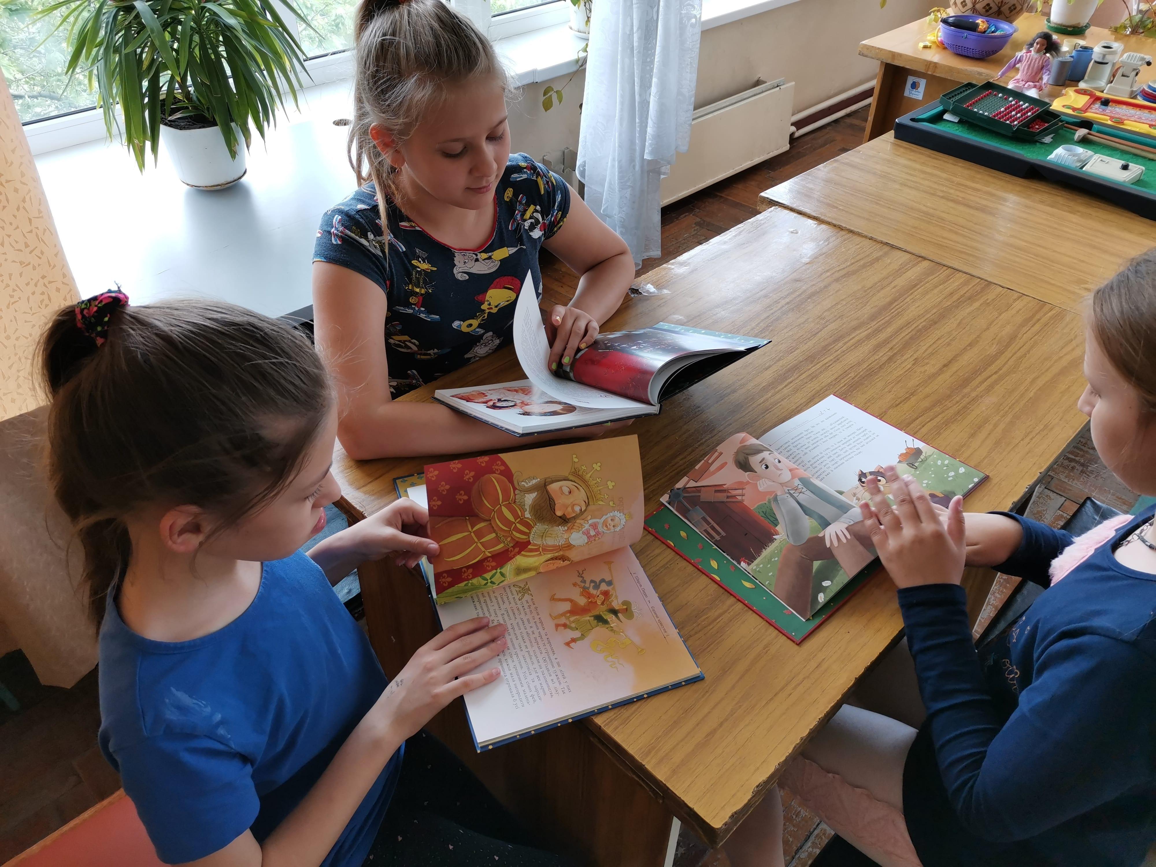 Казкові книжки для пацієнтів лікарні Міська дитяча лікарня №5 детская больница Запорожье