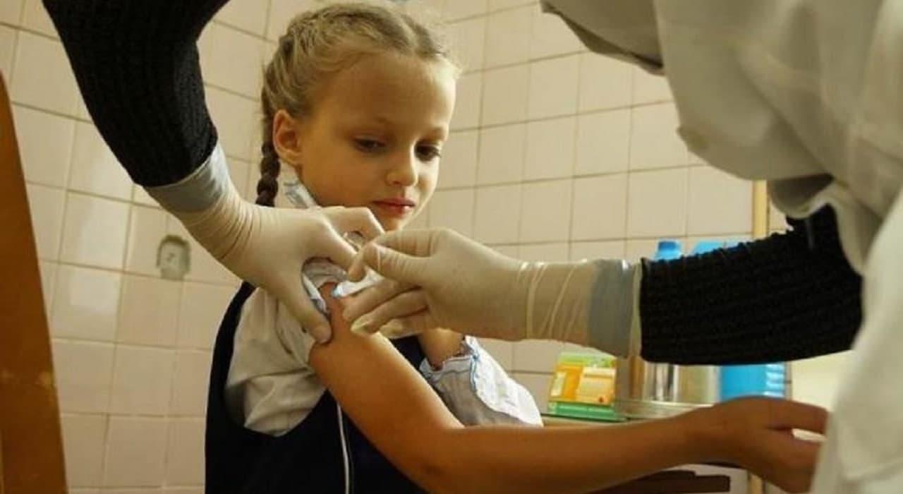 Вакцинація під час COVID-19. Чи можна вакцинувати дітей і дорослих під час пандемії Міська дитяча лікарня №5 детская больница Запорожье